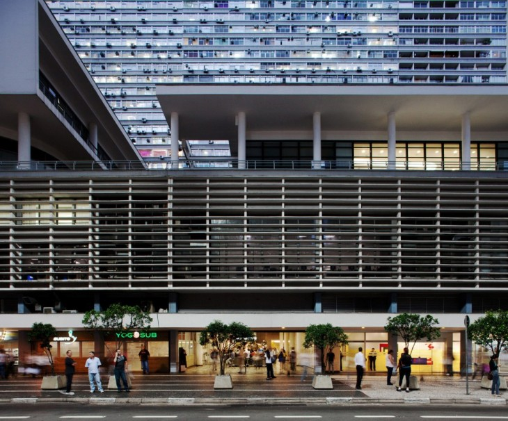 detalhe da fachada do Conjunto Nacional, David Libeskind, 1955, São Paulo foto: Daniel Ducci